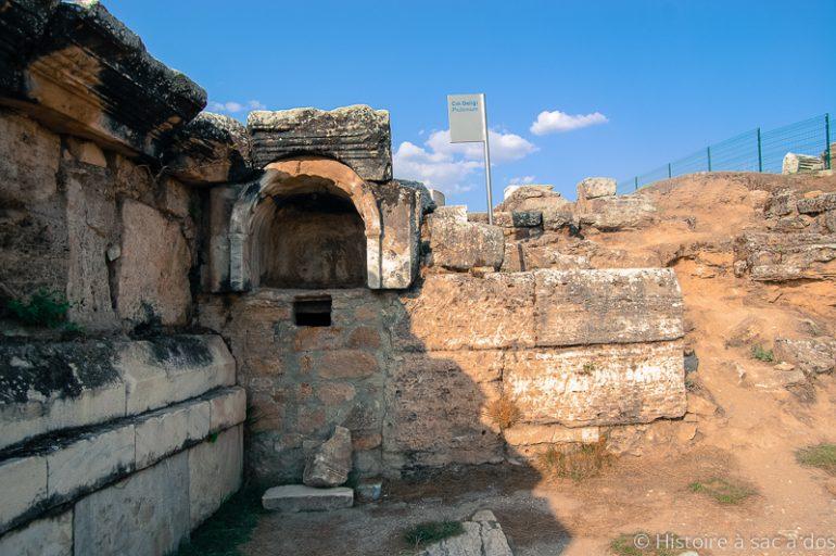 Découverte d'une tête sculptée d'Aphrodite à Hiérapolis en Turquie