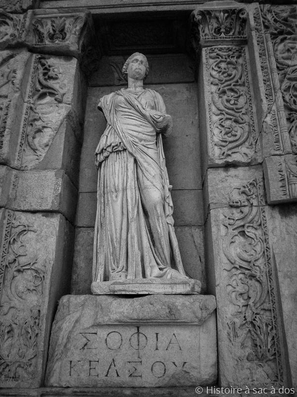 Statut d'Ennoia représentant l'intelligence