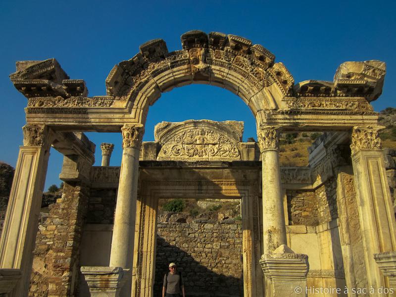 Temple d'Hadrien construit au IIème siècle