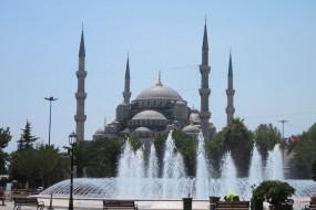 Restauration de la mosquée bleue d'Istanbul suite au déplacement d'un de ses minarets