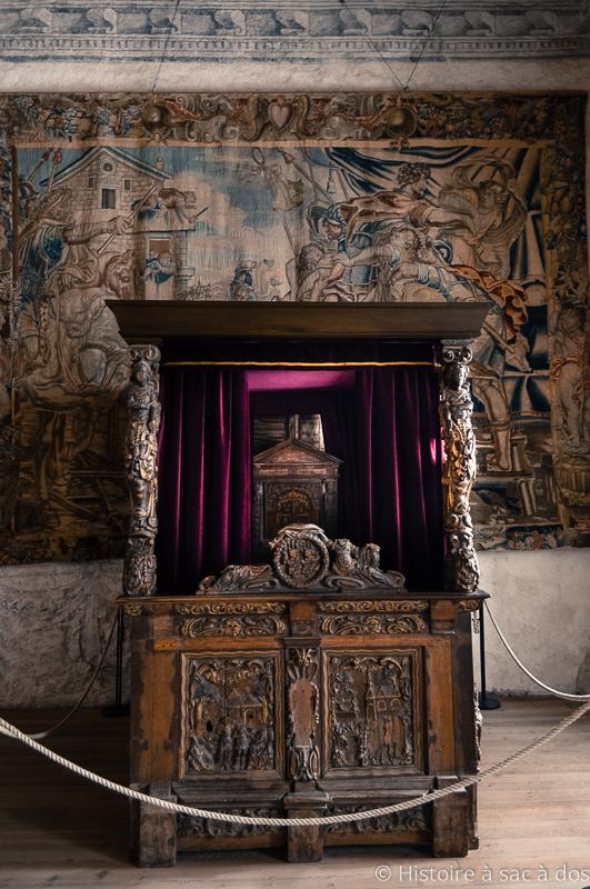 Lit de la chambre de la reine