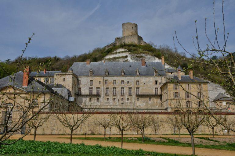 Le château de La Roche-Guyon, un défilé d'histoire au cœur du Vexin