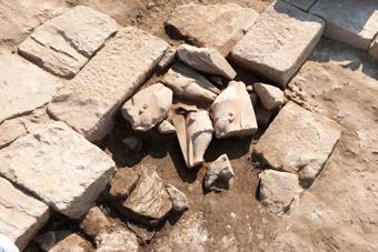Découverte de deux statues égyptiennes en Haute Egypte