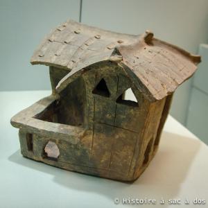 Maison en terre cuite retrouvée dans la tombe Han Lei Cheng Uk - Hong Kong