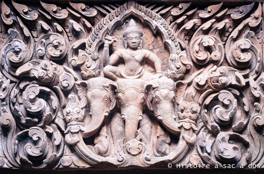 Dieu hindouiste Indra chevauchant sa monture, l'éléphant Airavata. Wat Phu, Laos