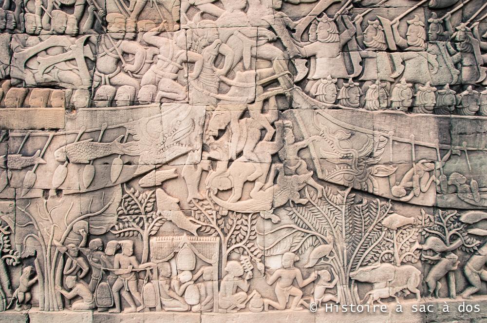 """Bas relief """"La bataille navale"""" - Le Bayon à Angkor Thom - Guerre des Khmers contre les Chams"""