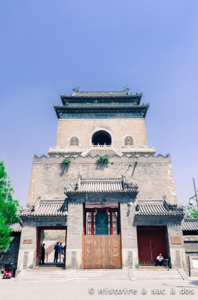 Tour de la cloche faisant face à la tour du tambour. Elle fut construite sous la dynastie Ming