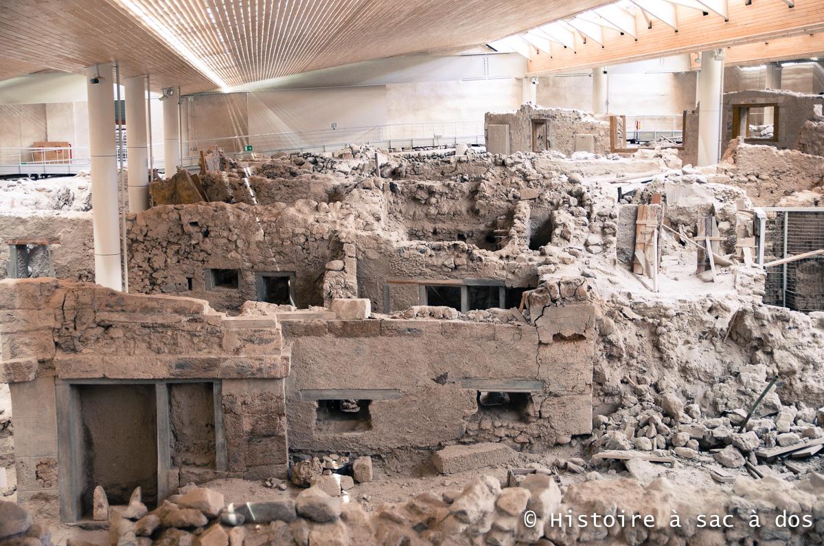 Vestiges de la ville d'Akrotiri découverte par l'archéologue Marinatos