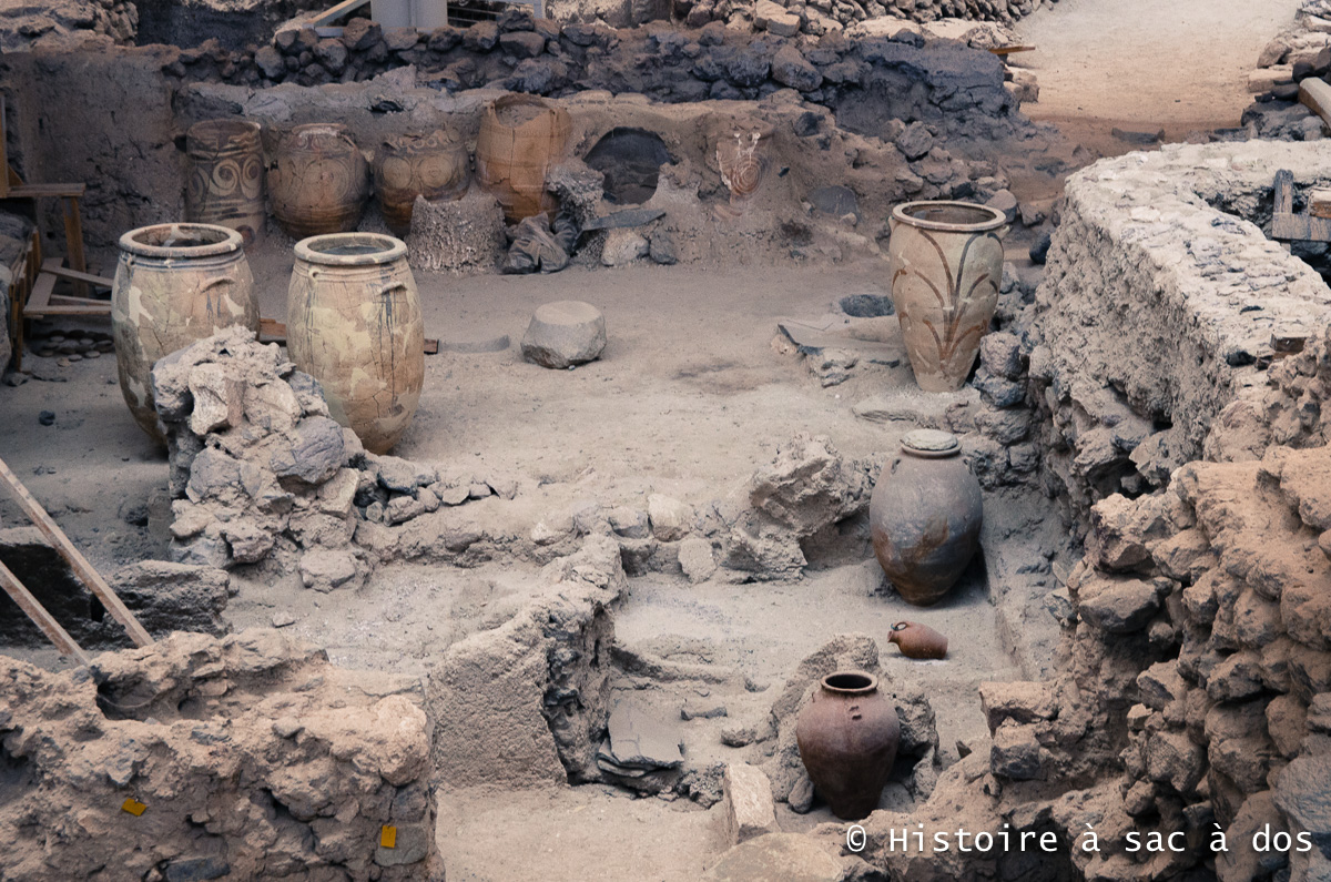 Pithois retrouvés à Akrotiri