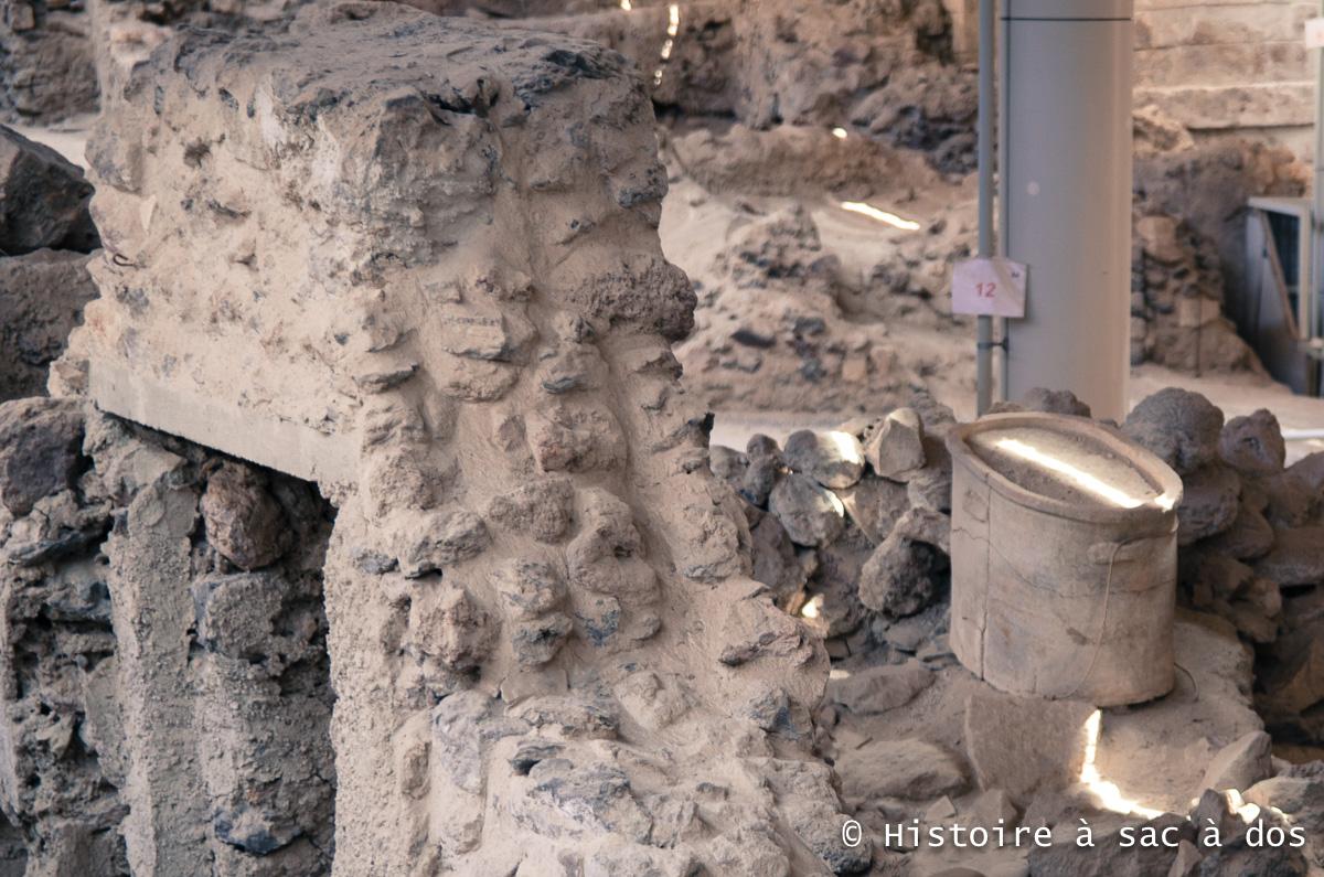 Baignoire excavée sur le site d'Akrotiri
