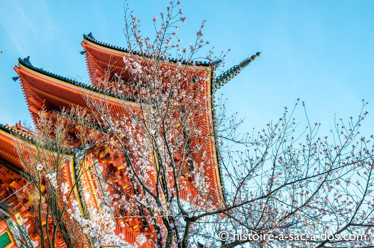 Temple de Kiyomizu Dera, Kyoto, Japon. Le bâtiment d'origine fut construit au Xème siècle mais l'édifice que l'on peut aujourd'hui admirer remonte au XVIIème siècle.
