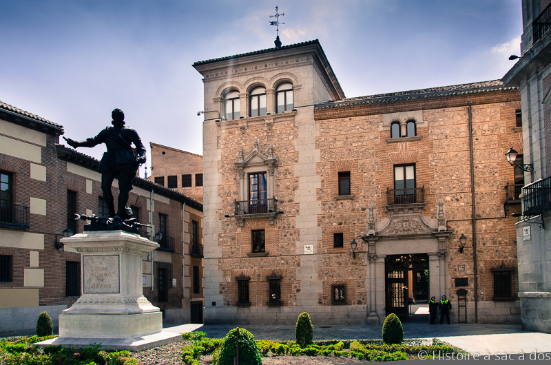 « Plaza de Villa » de Madrid et statue d'Alvaro de Bazan