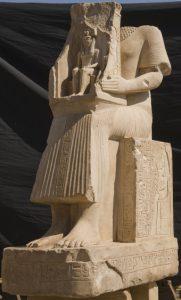 © Cnrs-Cfeetk /J. Maucor. Statue de Nebamon en calcaire