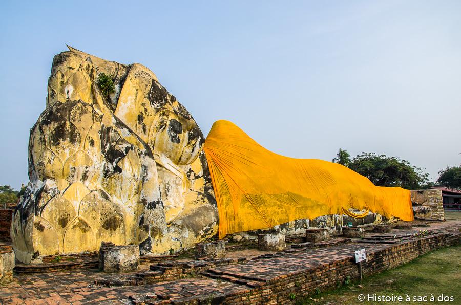 Bouddha couché de 40 mètres à Ayutthaya