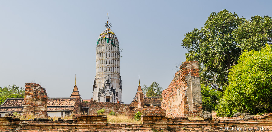 Temple Wat Phutthai Sawan et son prang