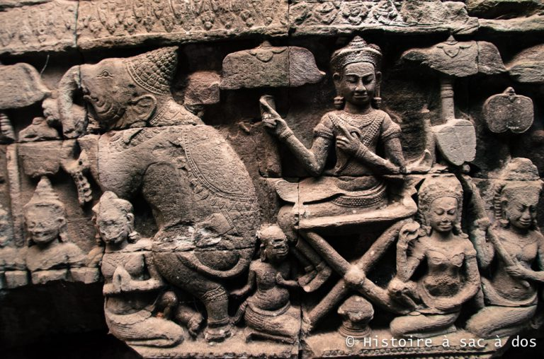 Bas-relief du temple Bayon - Angkor Thom - Le roi exhibe son éléphant dressé