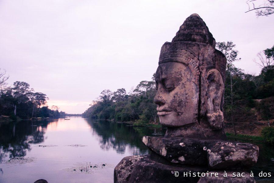 Porte sud gardée par des géants tirant un serpent - Angkor Thom