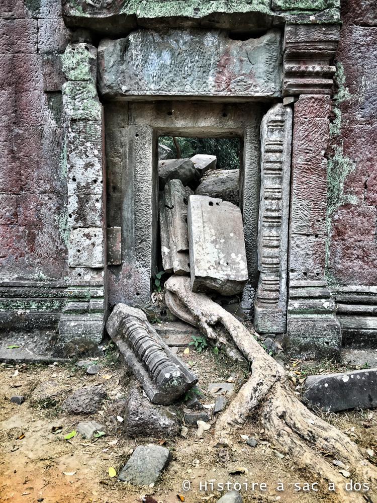 Porte en ruines du temple Ta Phrom