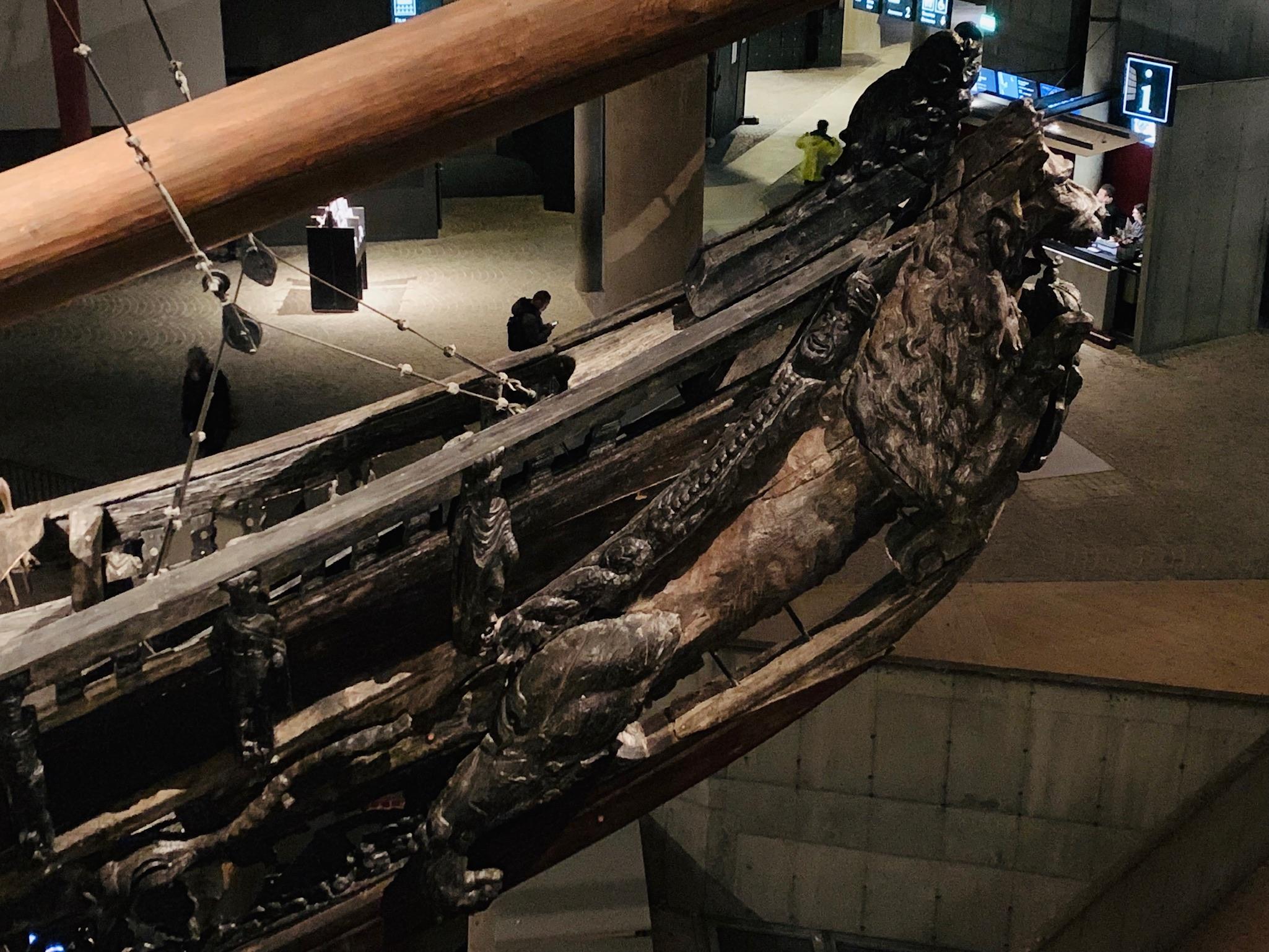 Un énorme lion trône sur la proue du Vasa, représentant la puissance du roi de Suède