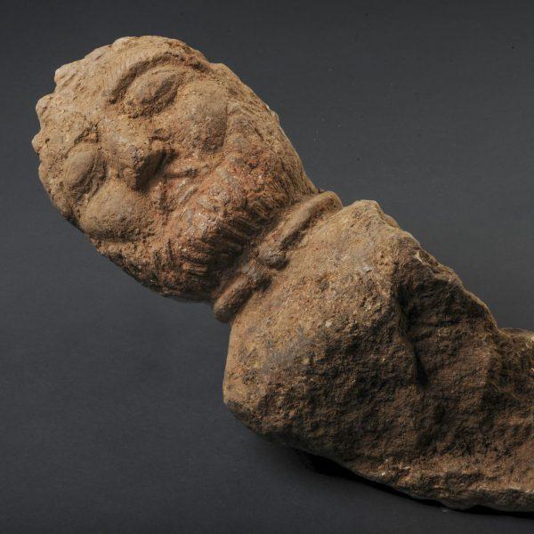 Buste d'un aristocrate gaulois avec un torque, retrouvé enfoui dans une fosse, Ier siècle avant notre ère © Emmanuelle Collado, Inrap